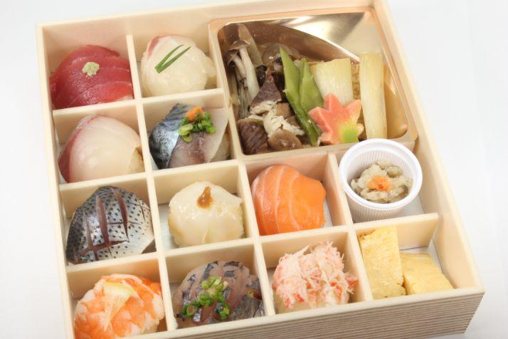 地魚の手毬寿司と牛すき焼き膳〜華〜