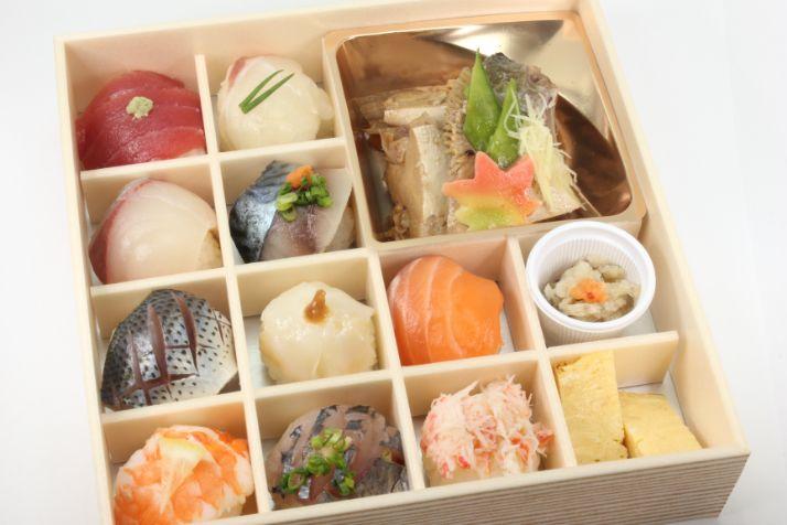 地魚の手毬寿司と魚のあら炊き膳~華~